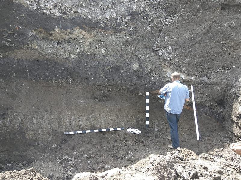 Вал попередньо відносять до періоду чорноліської культури