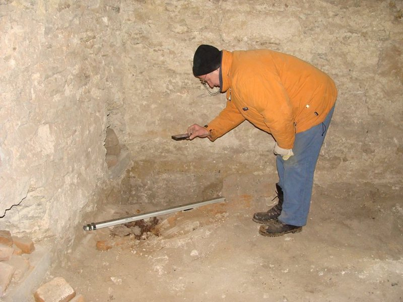 В казематах палацу Сенявських продовжуються археологічні дослідження