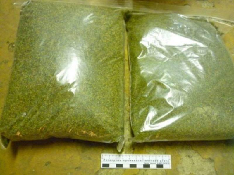 Два поліетиленових пакети з маріхуаною вагою близько 500 грамів знайшли в автівці