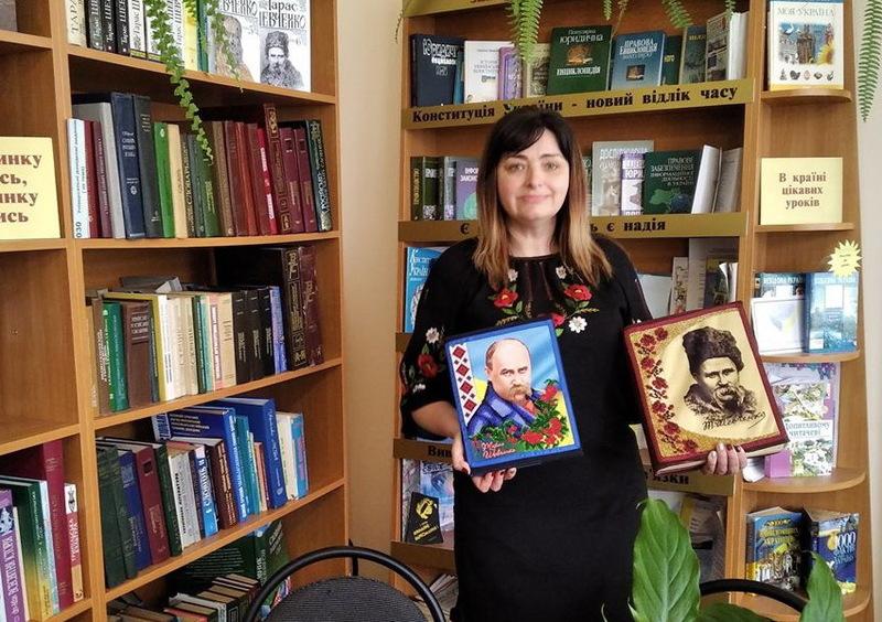 Серед вишитих книг Тараса Шевченка є як сучасні видання, так і видані в 50-х роках минулого століття