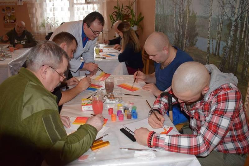 Малювання фарбами дають змогу самовиразитись та заспокоїтись
