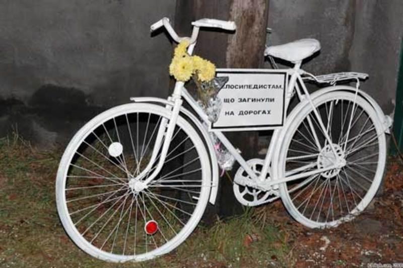 Велосипедист загинув у лікарні