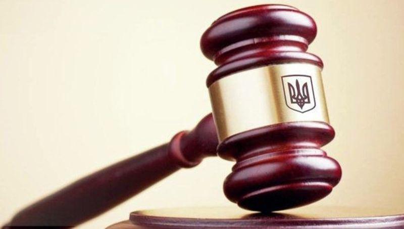 В Ізяславі розпочався суд над обвинуваченими у розбійному нападі на стареньку мешканку райцентру