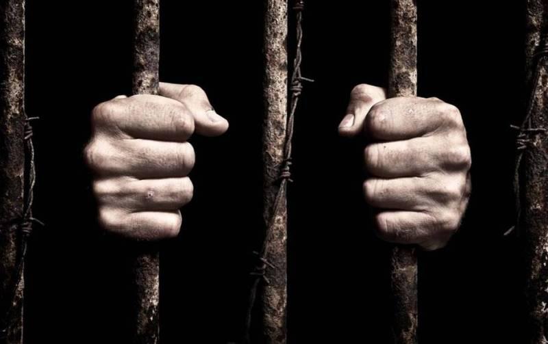 Після вчинення злочину кривдник зачинив потерпілу в будинку