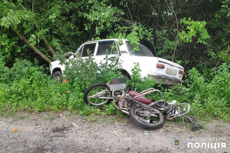 Неконтрольований «ВАЗ 21011» зіткнувся зі скутером «Альфа»