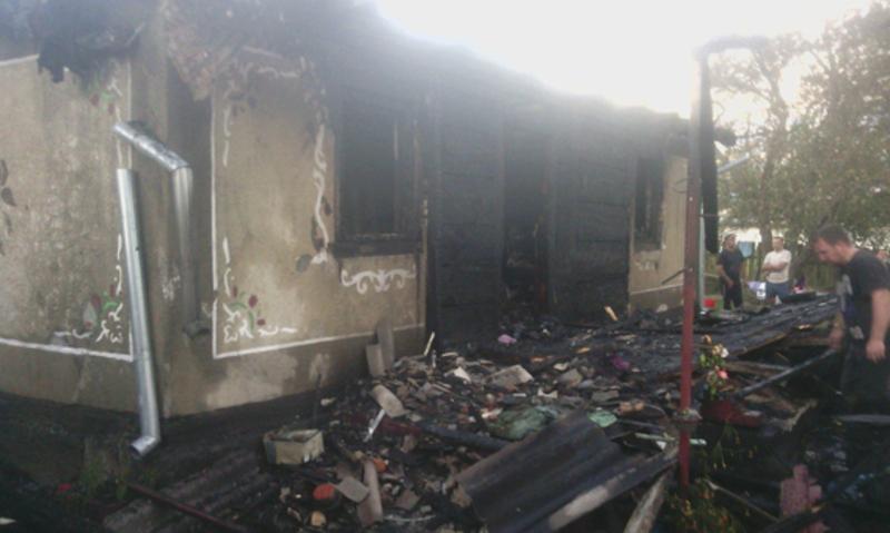 Від знищення вогнем врятували поряд розташовану будівлю літньої кухні та сараю