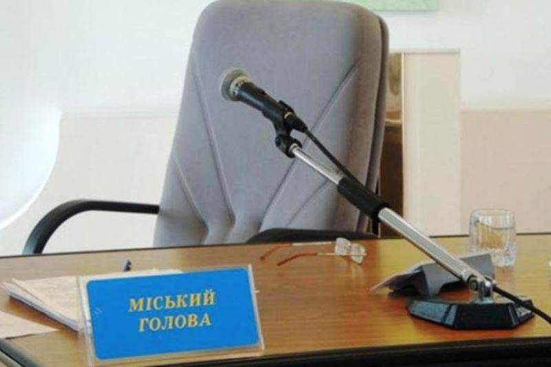Поки на Хмельниччині ще рахують голоси, деякі кандидати вже достроково оголосили про свою перемогу