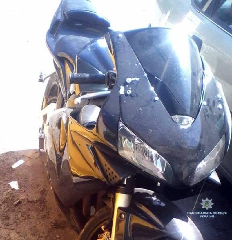 Внаслідок ДТП 23-річна пасажирка, яка знаходилася на мотоциклі, отримала відкриту черепно-мозкову травму