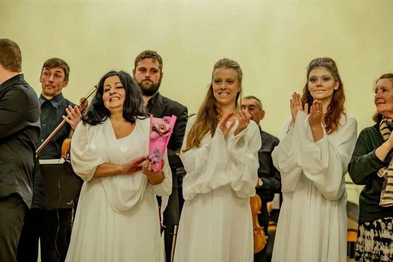 Колектив Хмельницької обласної філармонії презентував новий проєкт - музично-драматичну виставу «За межами кохання»