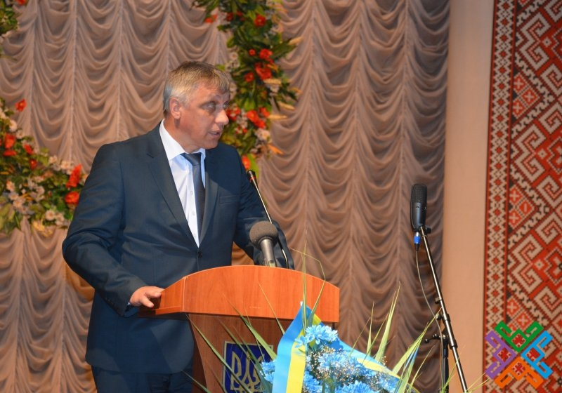Голова обласної ради висловив подяку лікарям, медсестрам, молодшому медичному персоналу, ветеранам охорони здоров'я та вручив грамоти і подарунки