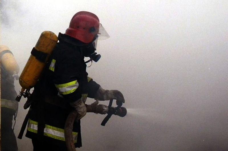 Вогнем було охоплено стіни, вікна, двері, стелю й підлогу будинку