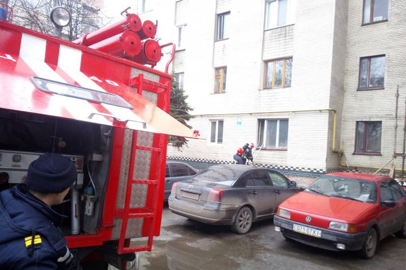 Пожежа сталася у багатоповерхівці на вулиці Тернопільській