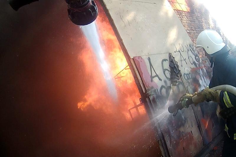 Вогонь спалахнув на вулиці Курчатова