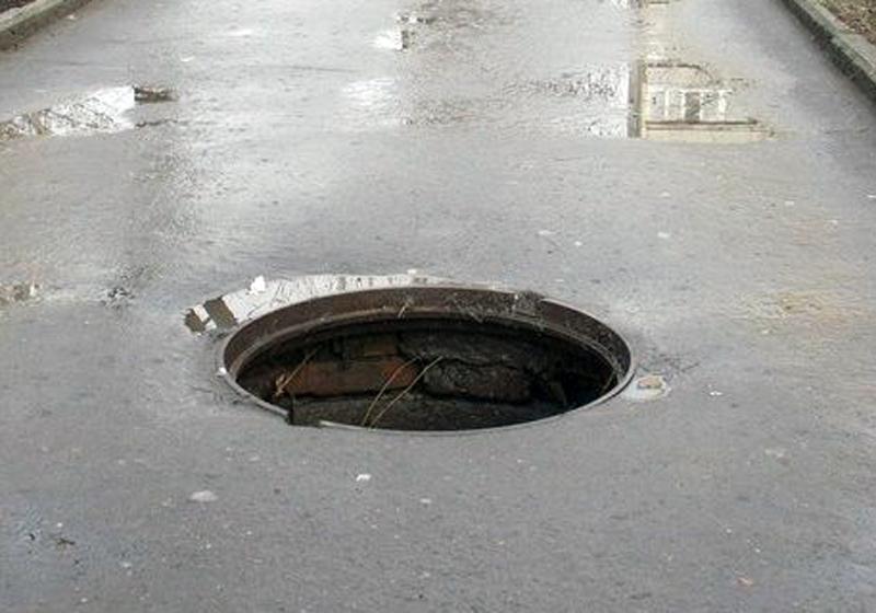 Минулої доби у Хмельницькому викрали дев'ять каналізаційних кришок