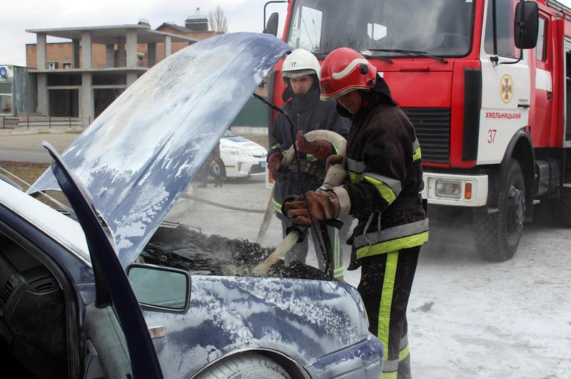 Пожежу авто загасили ще до прибуття рятувальників