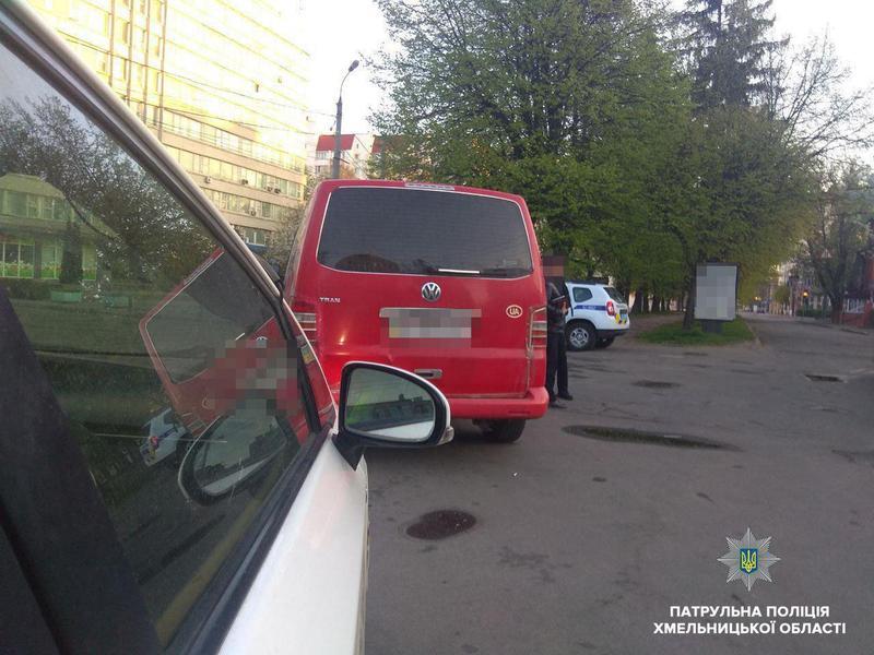 Екіпаж патрульної поліції помітив автомобіль Volkswagen Transporter, що рухався з порушенням правил дорожнього руху
