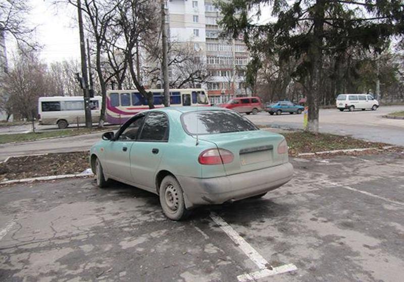 Чоловік таксував на власному автомобілі «Daewoo Sens»