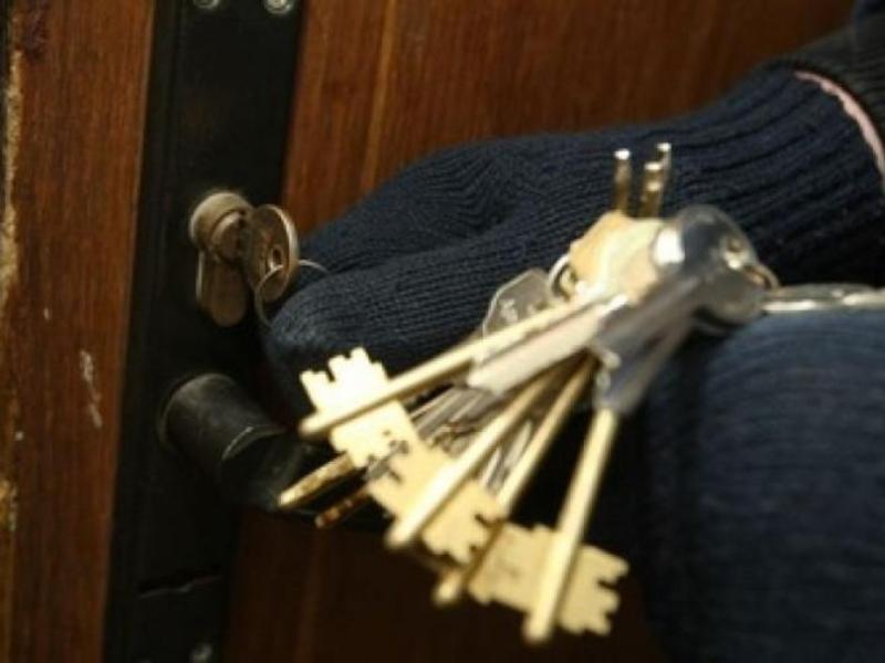 У квартири проникали шляхом підбору ключа