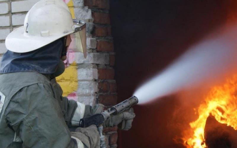 У Хмельницькому загорілась допоміжна будівля