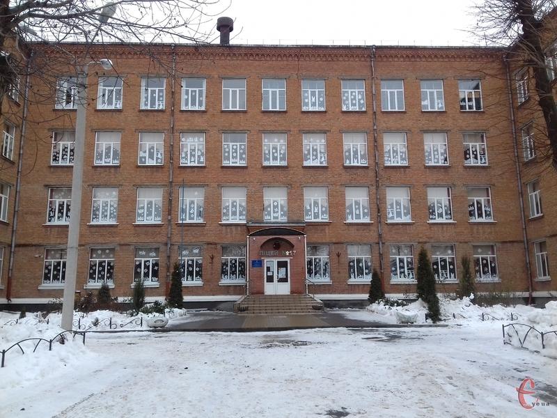 Відтепер при вході до хмельницького ліцею №17 - порожнє місце