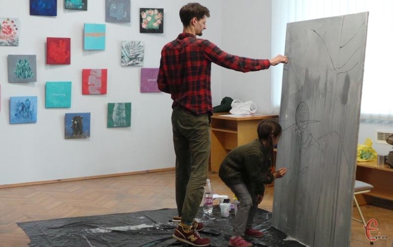 Гліб Франко у музеї малював картини