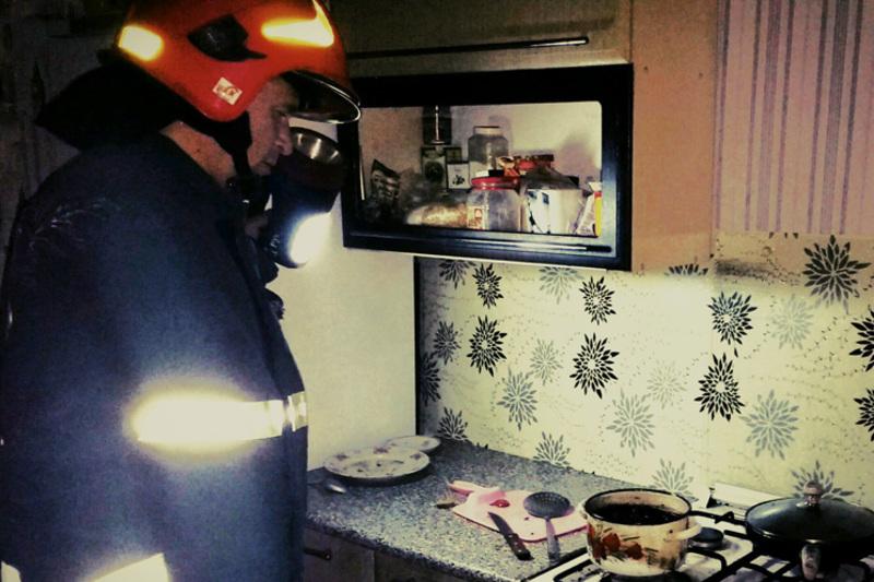 А в Шепетівці пожежники виїжджали на виклик - в одній з квартир підгоріла їжа