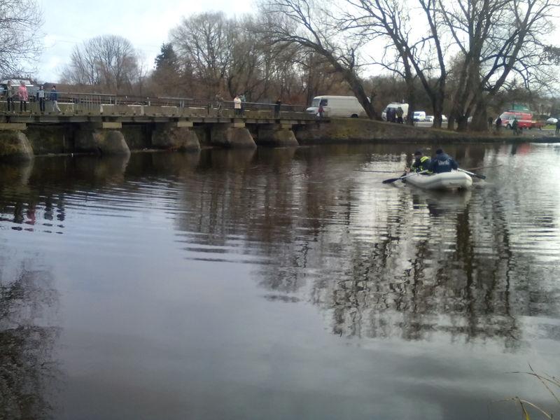 Рятувальники витягли з річки тіло загиблого чоловіка
