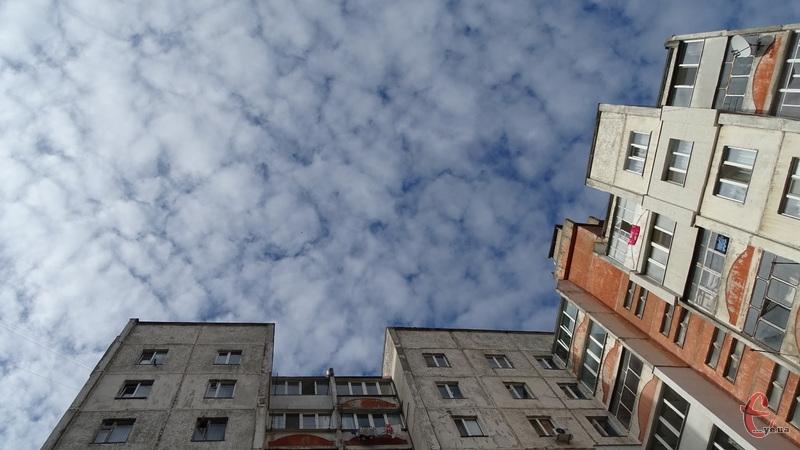 В помешканнях, де розмір житлової площі на одну особу нижче санітарної норми, тісниться 40% домогосподарств
