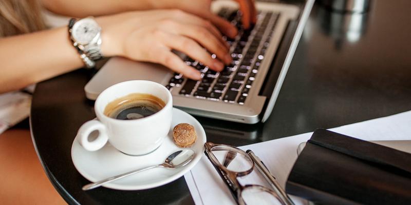 Перше місце по споживанню кави в працівників сфери харчування та обслуговування, друге – у вчених, третє – в торгових агентів.
