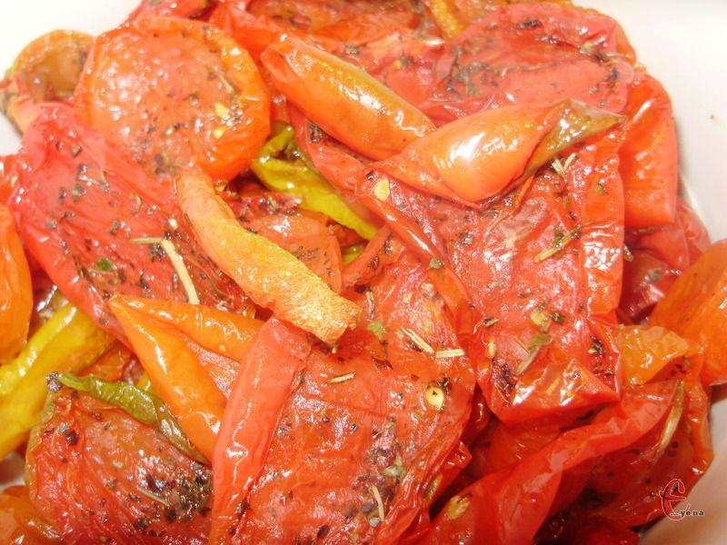 В'ялені томати додаю практично до всіх м'ясних і овочевих страв – там вони не розварюються й залишаються досить щільними, а також діляться з іншими продуктами неповторним смаком і ароматом.