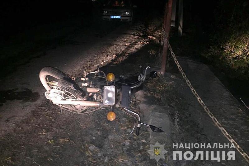На Хмельниччині у ДТП важко травмувався скутерист