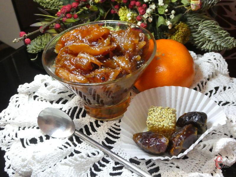Нетрадиційні й дуже незвичні ласощі з насиченим смаком фініків і цитрусово-прянним ароматом.