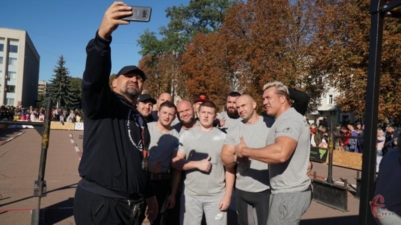 Василь Вірастюк в вересні 2018 року вже приїжджав зі стронгменами в Хмельницький