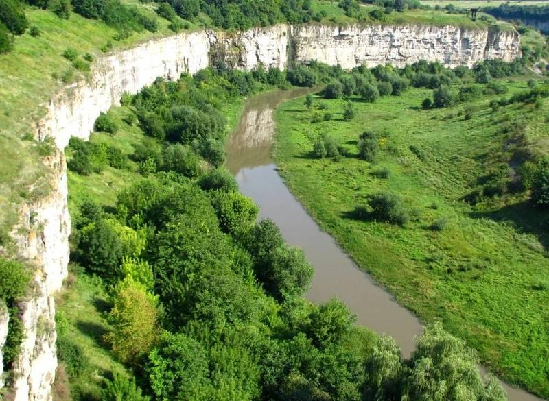 230 тисяч років тому почав утворюватися каньйон