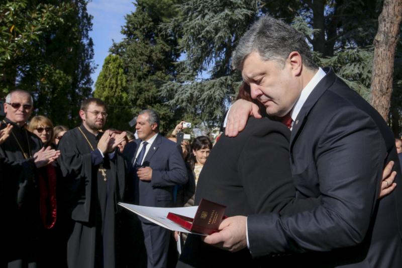 Президент України вручив дружині Анатолія Короля нагороду