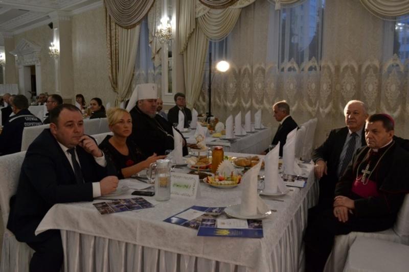 На молитовному сніданку у Кам'янці прохали миру та злагоди для української землі