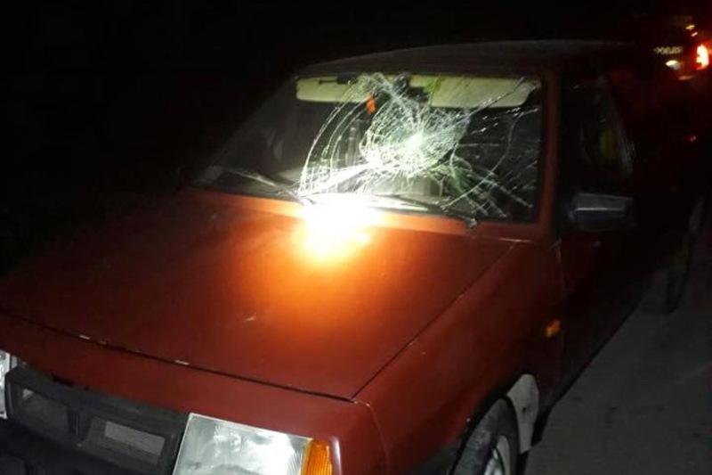 Автомобіль ВАЗ, який став учасником ДТП, забрали на штрафмайданчик