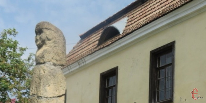На Хмельниччині бога Велеса можна побачити у Музеї старожитностей Кам'янець-Подільського державного історичного музею-заповідника