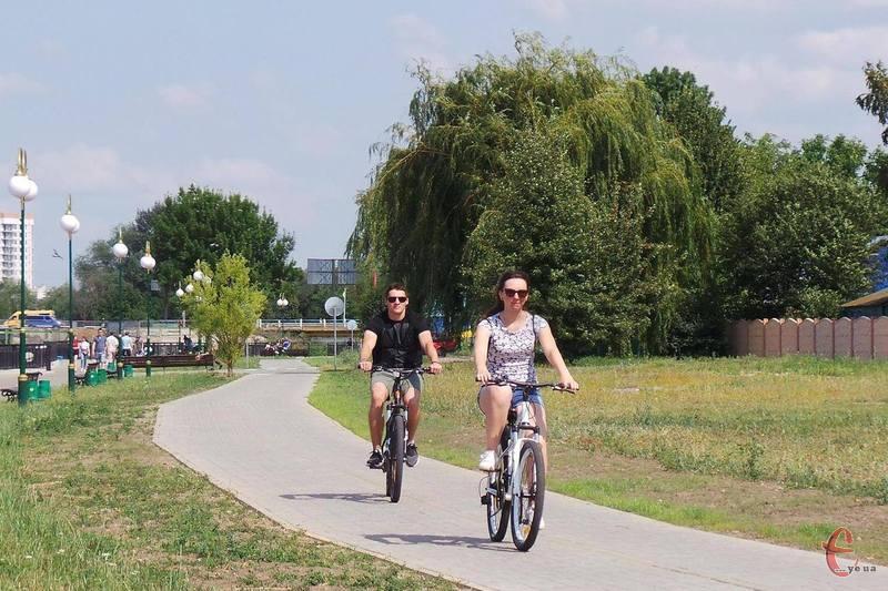 Першу обладнану велодоріжку відкрили на набережній