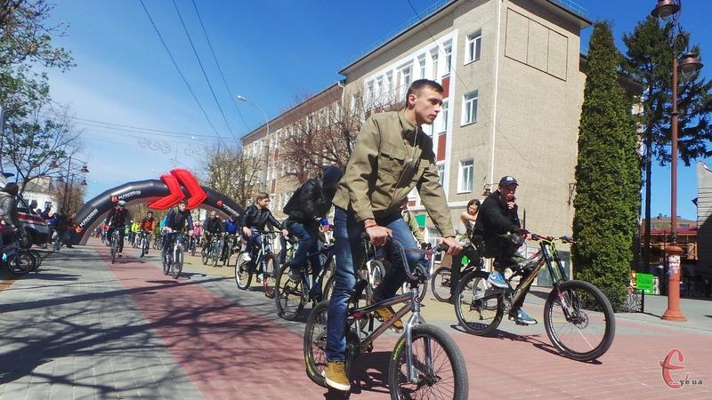 Хмельничани проїхалися центральними вулицями