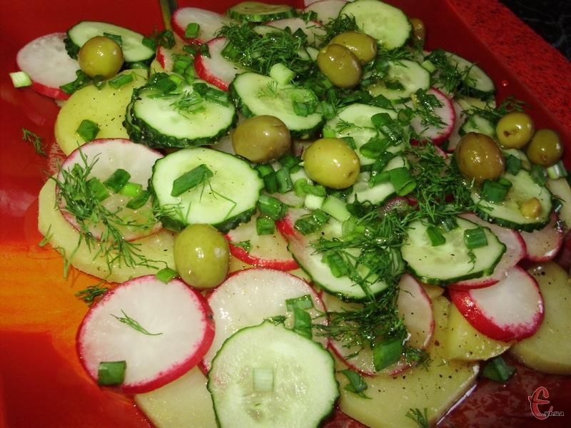 Дуже простий і нехитрий салатик, але смачний та незвичний.