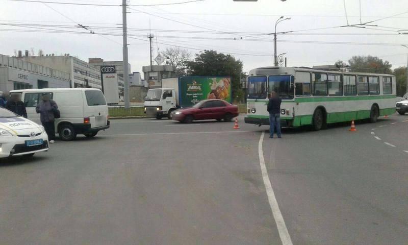 11 жовтня на проспекті Миру зіткнулися тролейбус та мікроавтобус