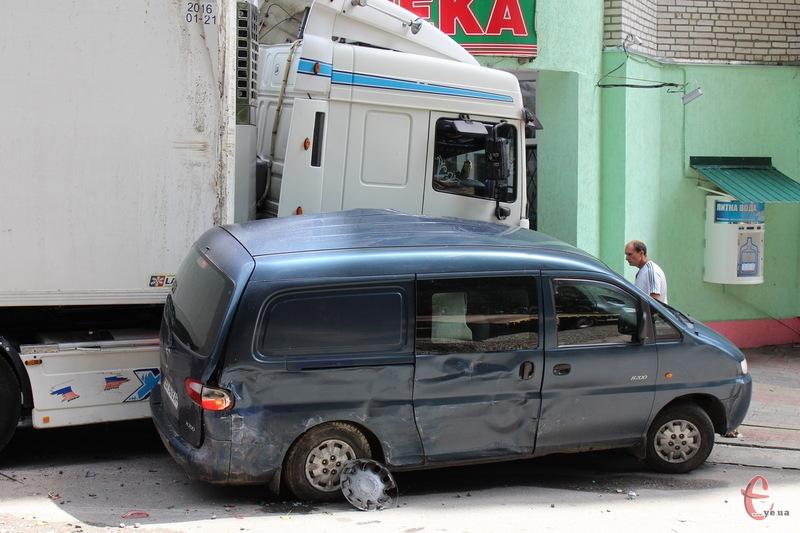 До відеогляду аварій Хмельницького в серпні потрапили епізоди шести ДТП