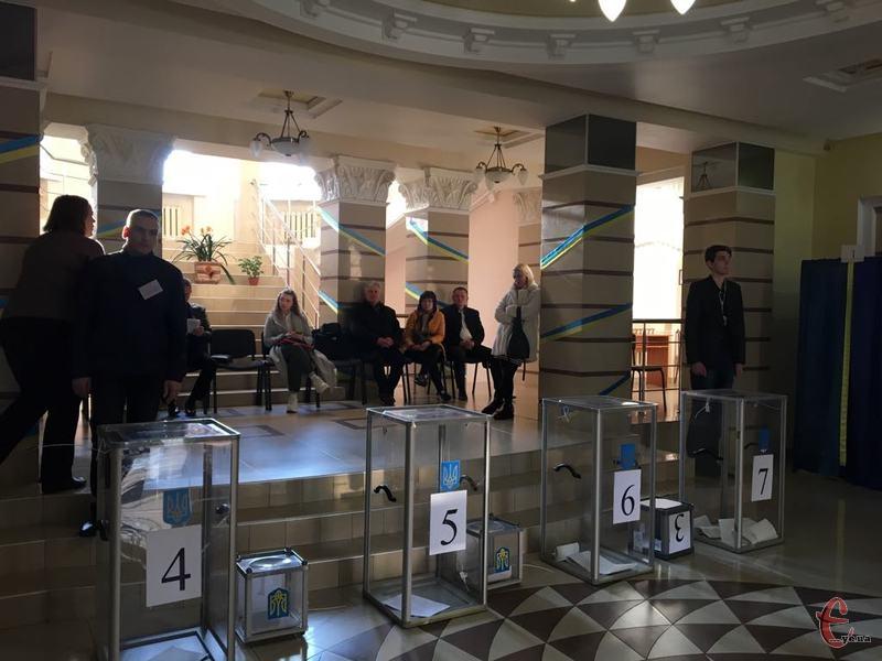 31 березня в Україні проходять чергові вибори президента