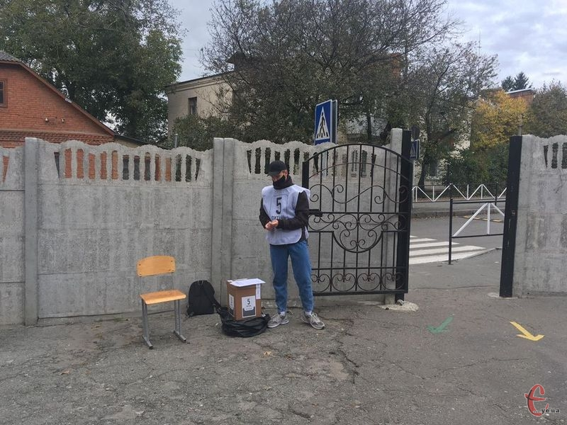 До поліції надійшло 25 повідомлень зі скаргами від громадян щодо проведення всеукраїнського опитування