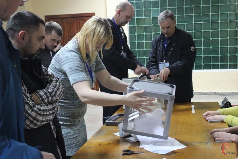 У виборчі списки було внесено 274 людини, але проголосувало лише 183