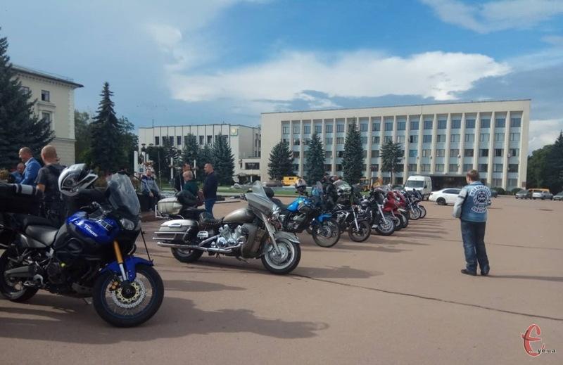 Байкери вишикувалися на Майдані Незалежності