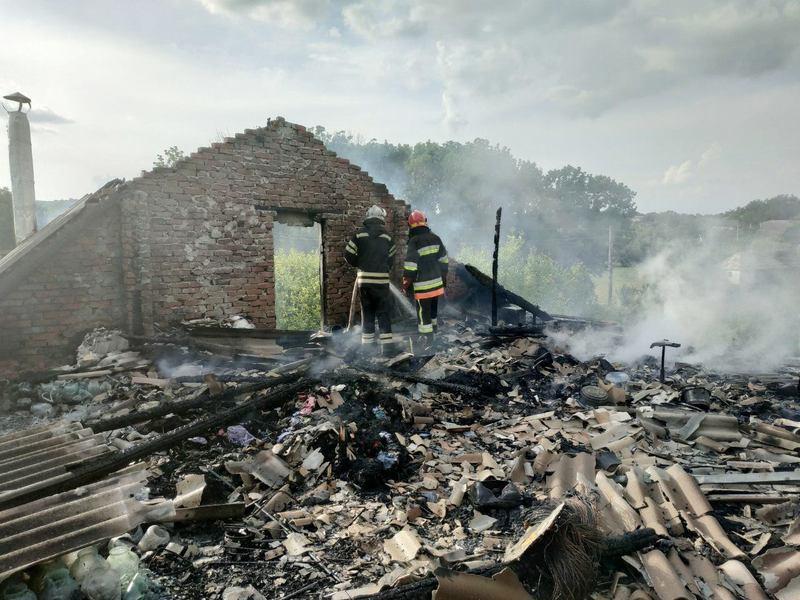 Вогонь знищив будинок у Кам'янець-Подільському районі