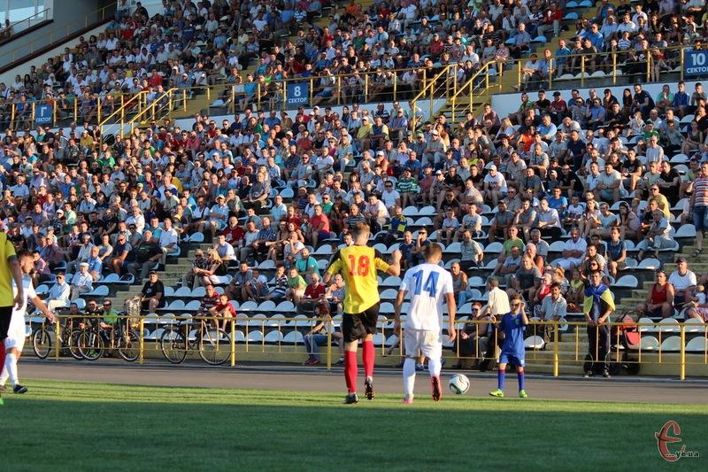 Стадіон Поділля два дні буде центром всеукраїнських змагань. 20 серпня - футбол, 21 серпня - регбі-7