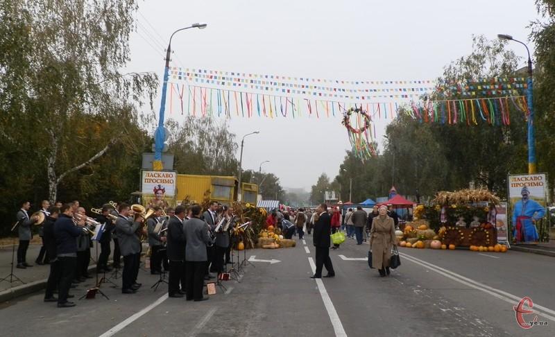 Ярмарка розгорнулася на вулиці Прибузькій